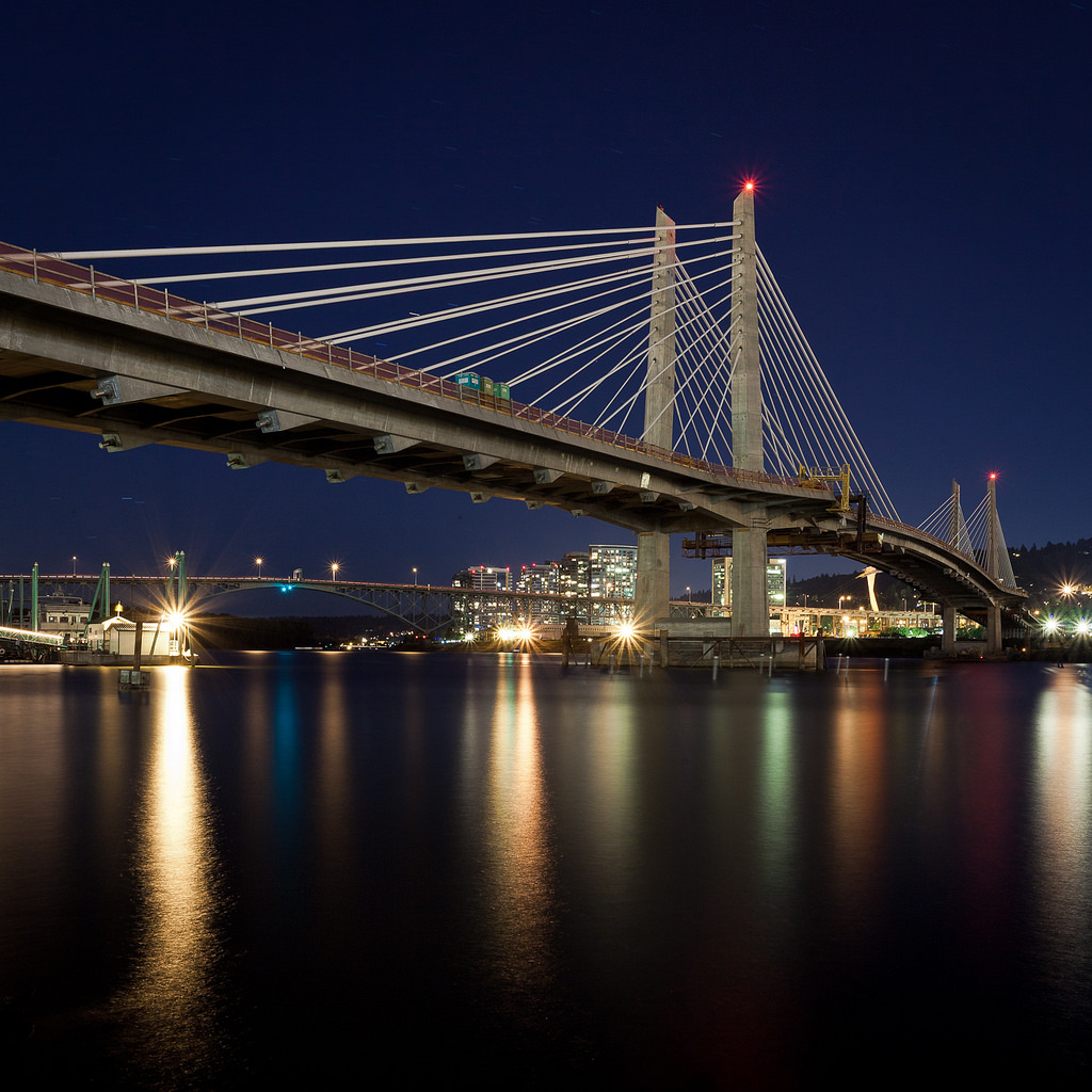 tillikum-crossing-night